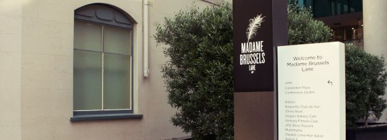 StudioAlto-MadameBrussels-Signage-11